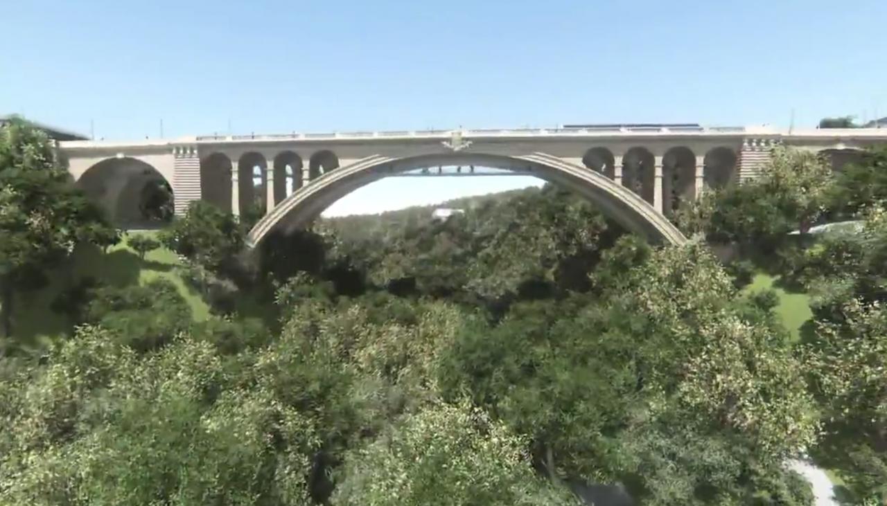 La passerelle sous le Pont Adolphe